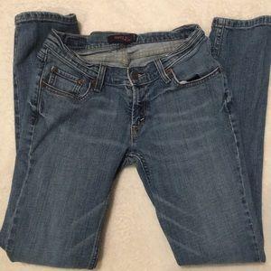 Levi Strauss jeans curvy cut 528